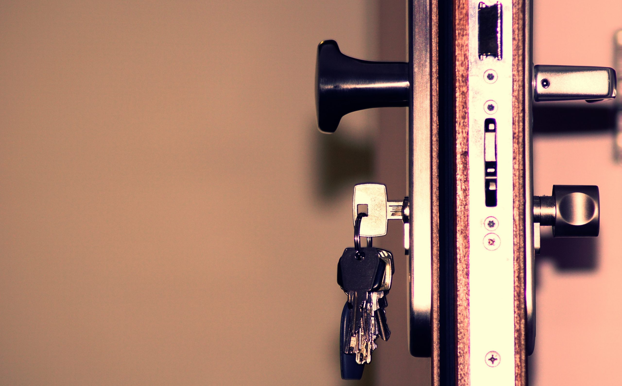 black-and-grey-keys-792034